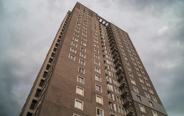 В Днепре мужчина и женщина стреляли с балкона