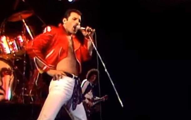Queen показала видео Fat Bottomed Girls с Меркьюри