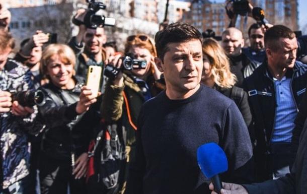 Зеленский поздравил журналистов: Не давайте спуска никому