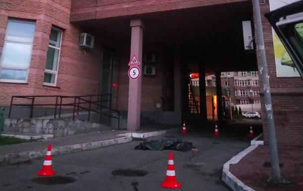 У Києві жінка вистрибнула з вікна, залишивши передсмертне відео