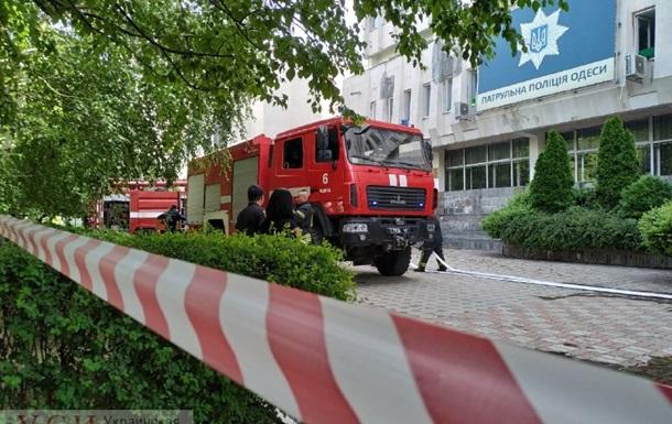 Офис патрульной полиции Одессы окутал дым