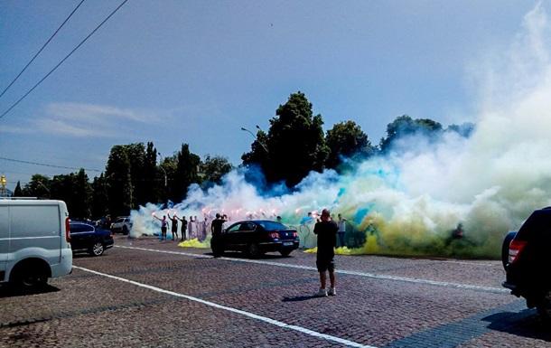 Центр Киева окутал дым, прогремели взрывы