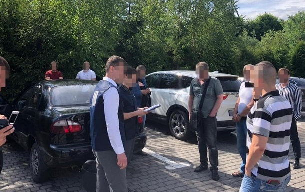 У Львівській області на хабарі затримали поліцейського чиновника