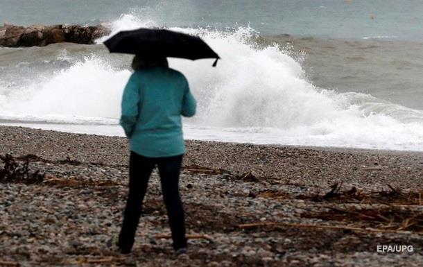 Во Франции обесточены десятки тысяч домов из-за бури