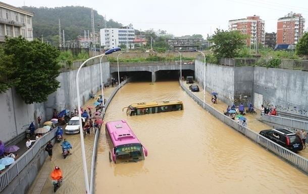 В Китае из-за наводнений эвакуировали 45 тысяч человек