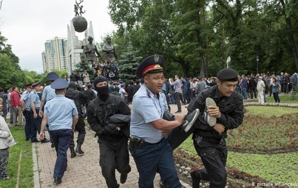 У день виборів у Казахстані затримано близько 500 протестувальників