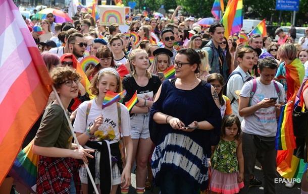 В Варшаве десятки тысяч людей вышли на ЛГБТ-марш