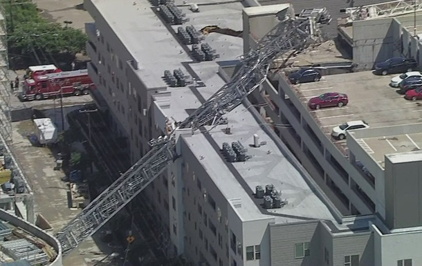 У США на п ятиповерховий будинок впав кран