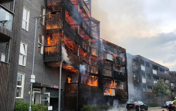 Внаслідок пожежі в Лондоні згоріли два десятки квартир