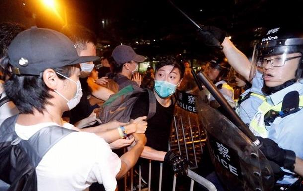 Масові протести в Гонконзі призвели до сутичок з поліцією