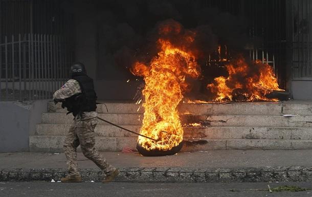 Во время протестов в Гаити погибли два человека