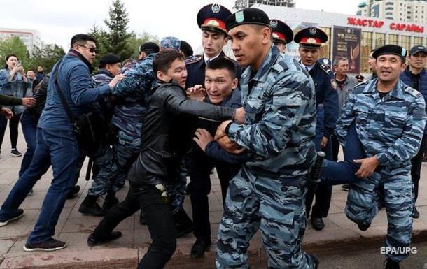 В Алма-Ате начались протесты: есть задержанные