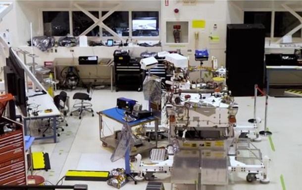 В NASA транслируют сборку марсохода Mars 2020