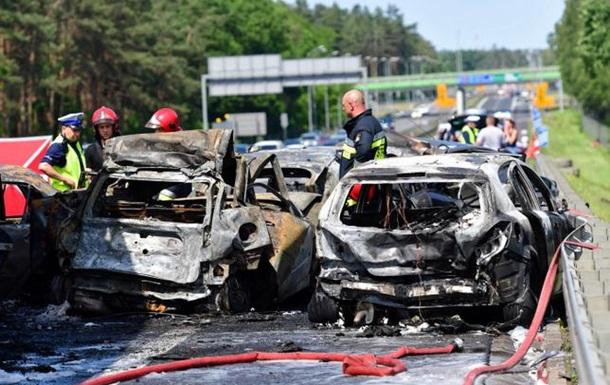 Масштабна ДТП в Польщі: пожежа і шестеро загиблих