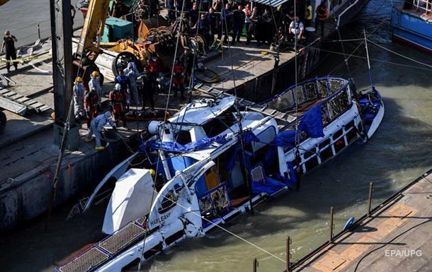 На піднятому з Дунаю катері знайшли тіла капітана і пасажирів