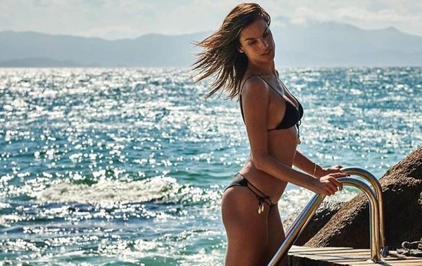 Алесандра Амбросио покорила сеть пляжными фото
