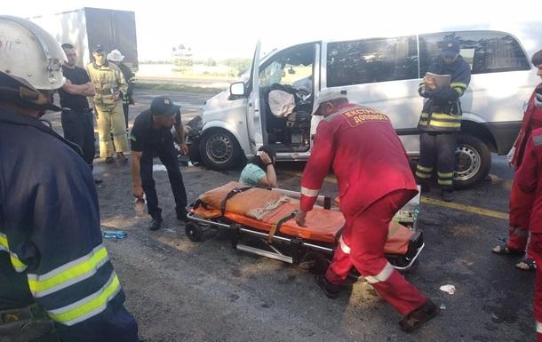 В ДТП на трассе Киев-Одесса пострадали семь человек