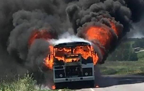 На Полтавщине на ходу загорелся пассажирский автобус