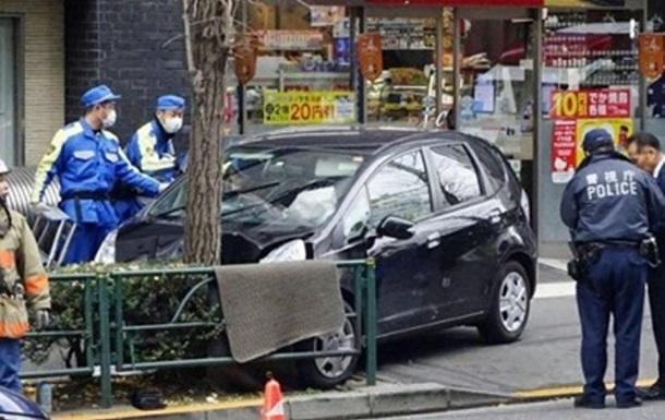 В Японии авто врезалось в группу детей