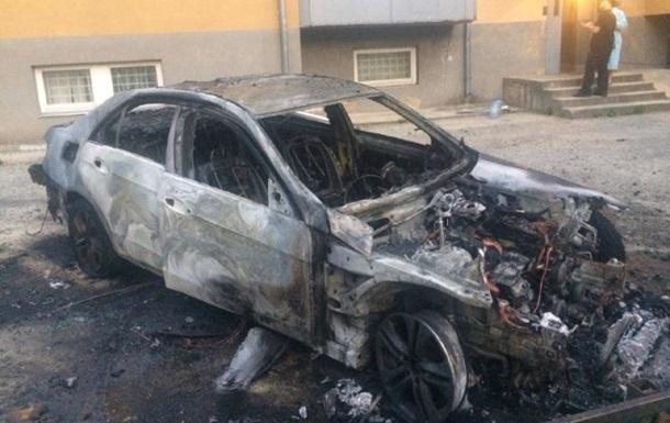 В Ужгороді згоріла машина екс-заступника мера міста