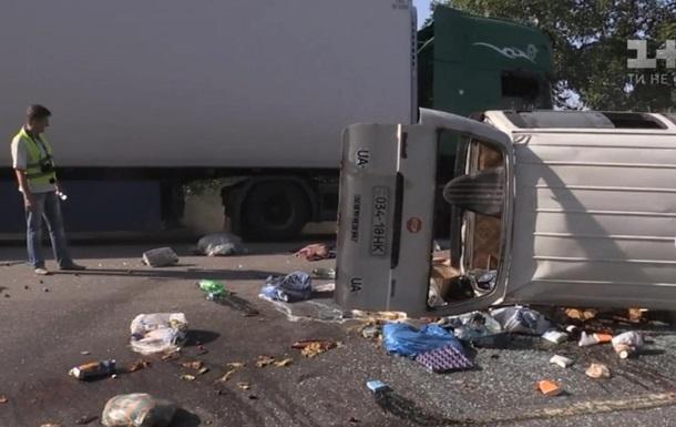 Под Николаевом перевернулся санитарный автобус, есть жертва