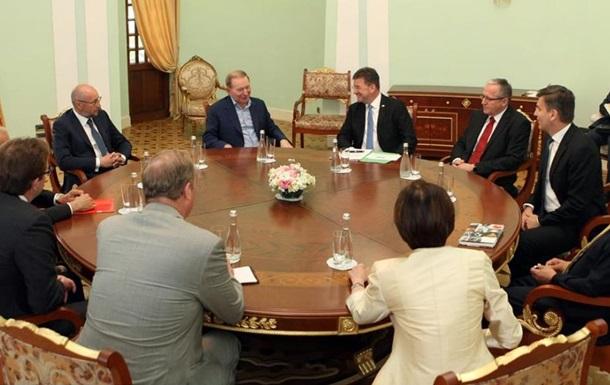 Кучма обговорив  хлібне перемир я  на Донбасі з главою ОБСЄ