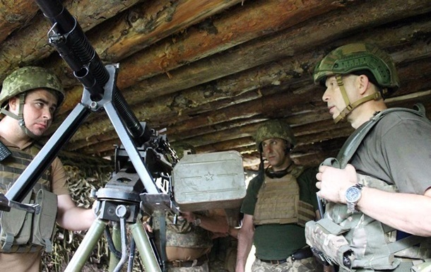 На Донбасі 29 обстрілів, поранений військовий