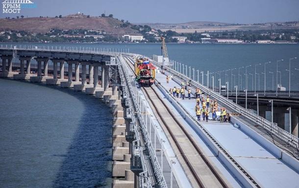 На Крымском мосту сомкнули рельсы первого пути