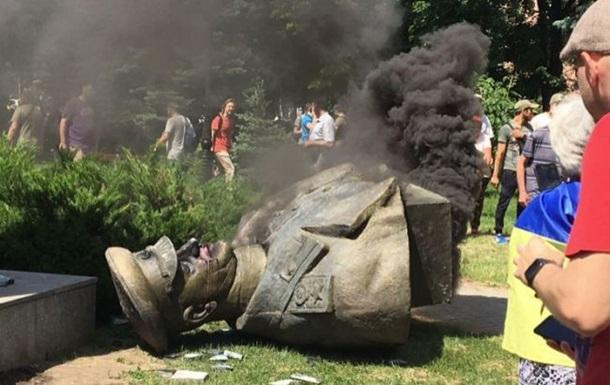 Снос памятника Жукову в Харькове: у активистов прошли обыски