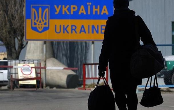 Виїхати працювати за кордон хоче один з десяти українців - соцопитування