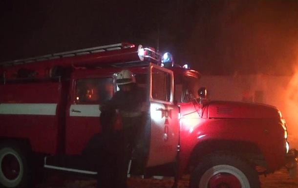Під Києвом згоріли 10 автобусів на стоянці
