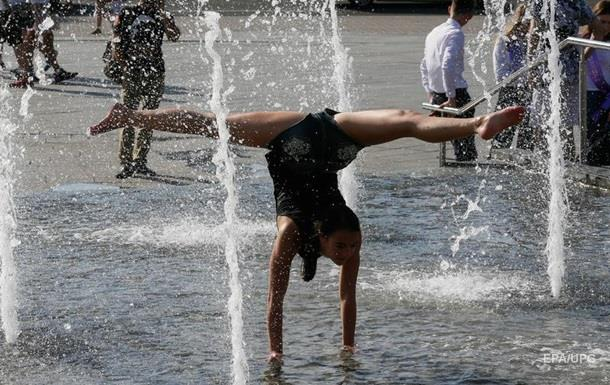 Погода на неделю: в Украине жара до +35 и грозы