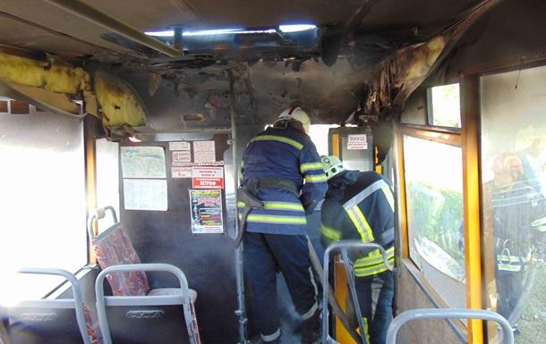 У центрі Лисичанська загорілася маршрутка