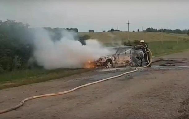 У Сумській області загорілося на ходу авто з пасажирами