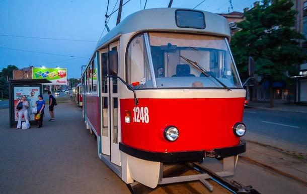 У Дніпрі чоловік помер у трамваї
