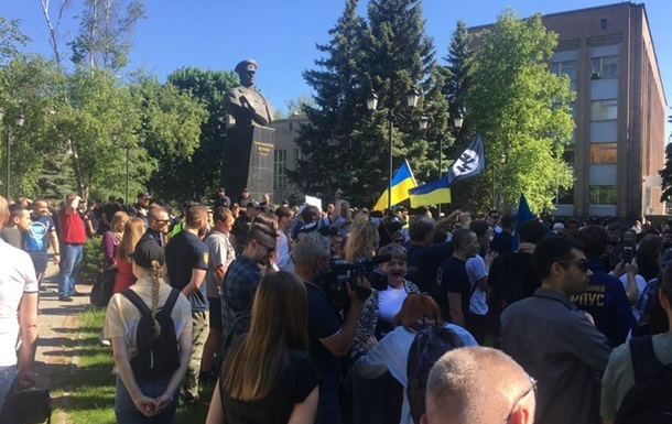Партия Порошенко грозит выгнать своих однопартийцев из-за проспекта Жукова