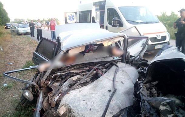 У Херсонській області в ДТП з поліцейським загинули троє людей