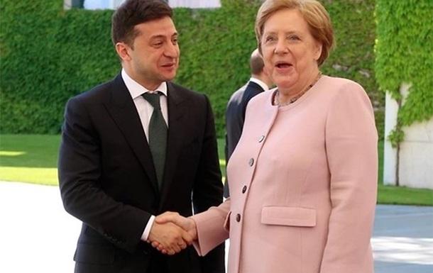 Что Зеленский наговорил ошарашенным Меркель и Макрону о Минском формате