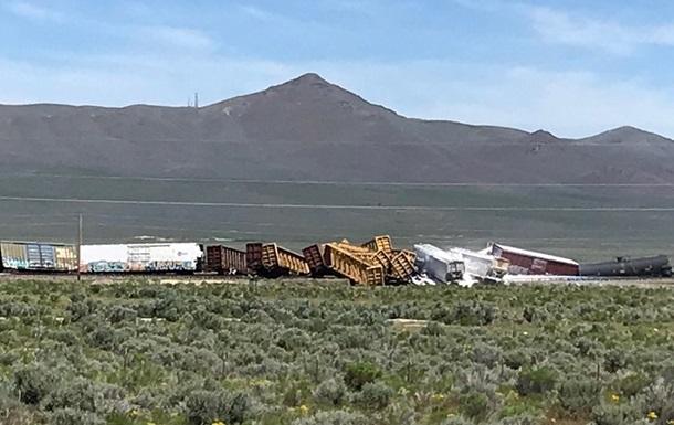В США сошел с рельсов поезд с боеприпасами