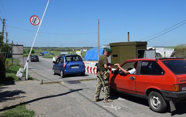 Красный Крест направил на Донбасс девять грузовиков гумпомощи