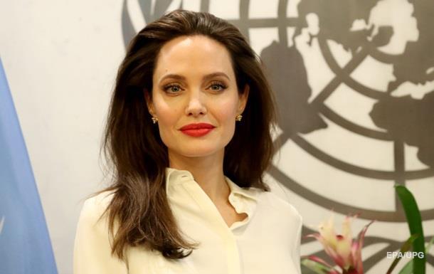Актриса Анджелина Джоли стала редактором журнала