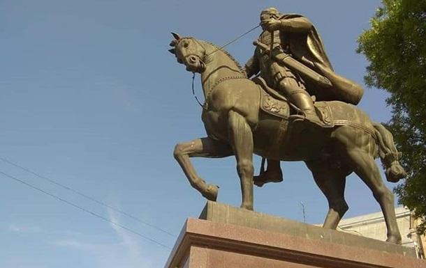 Во Львове повредили памятник Даниилу Галицкому