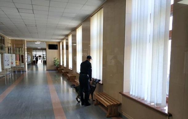 В Киеве  заминировали  ЦИК в последний день подачи документов