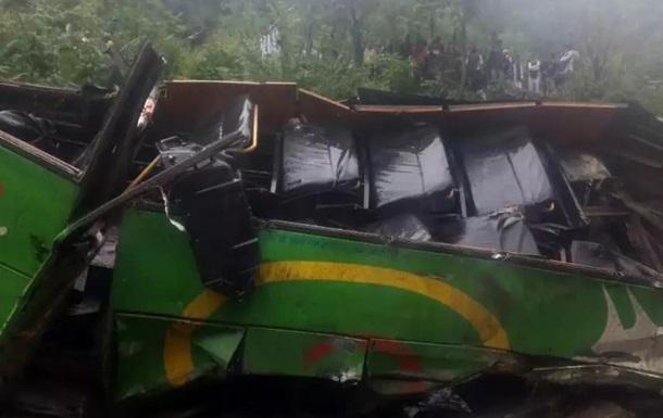 В Индии автобус рухнул в ущелье: 43 жертвы