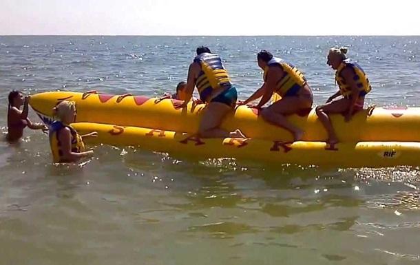 У Криму 14 осіб залишили на  банані  за кілометр від берега