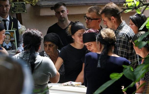 В Одеській області поховали вбиту дівчинку