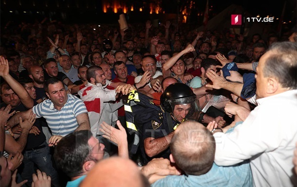 В Грузии арестовали более 300 протестующих
