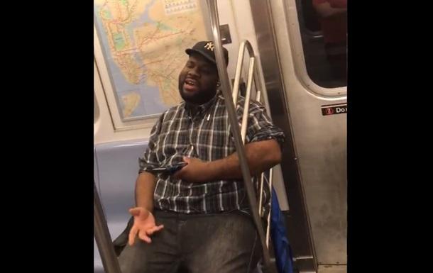 Співаючий в метро пасажир став інтернет-зіркою