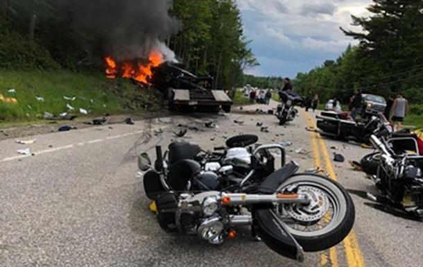 В США столкнулись пикап и колонна байкеров: семь погибших