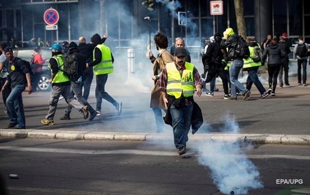 Акцію  жовтих жилетів  у Франції підтримали майже 12 тисяч осіб